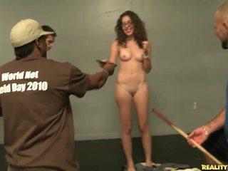 Getting undressed জন্য টাকা