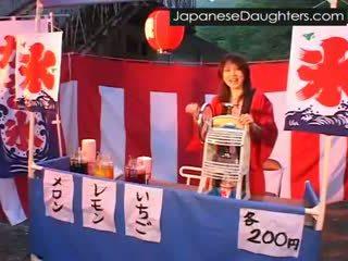 Jong japans japans dochter anaal geneukt hard voor de eerste tijd