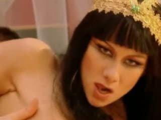 Julia taylor cleopatra vídeo