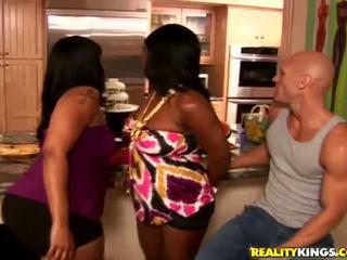 big butts, trijatā, melns un ebony