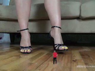 Unaware Giantess Therapist