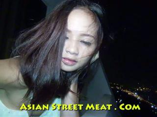 -țâțe mici, oriental, prietenă