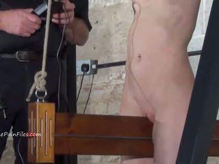 Extreem electro bdsm en wooden device bondage