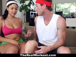 Krūtainas melnādainas fucked līdz the fitness trainer