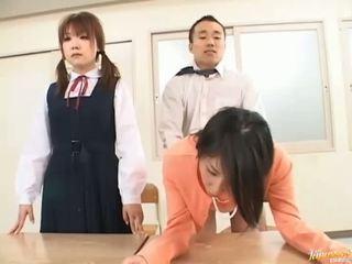 Ông chủ bangs của anh ấy thư ký