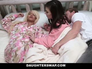 Daughterswap - swapped y follada durante sleepover