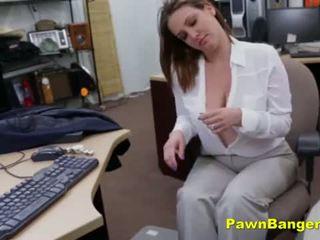 Velika titty mama sells ji prsi in muca za denar