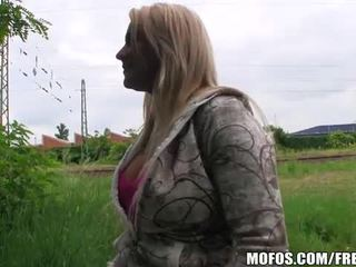 Blondīne čehi skaistule fucks par sīknauda