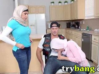 peitos falsos, grandes mamas, árabe
