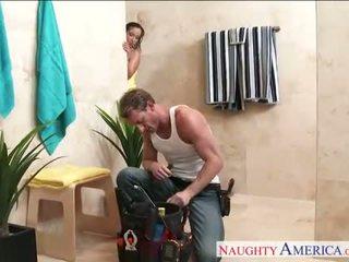 性感 妻子 jada stevens gets nailed 在 浴室