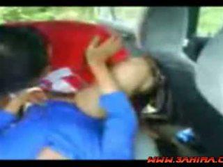 Indonesiano painful cazzo in un auto