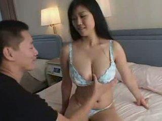 Japans jongen spelen met zijn tante groot natuurlijk titts video-