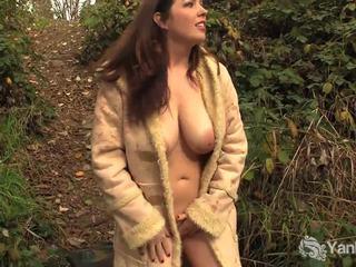 美しい アマチュア amber masturbates outdoors