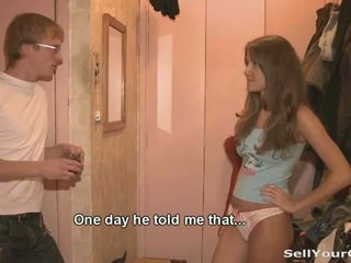 美丽 青少年 dasha sold 她的 的阴户