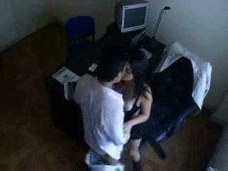 Indiana secretária a foder com dela chefe em escritório escondido câmara