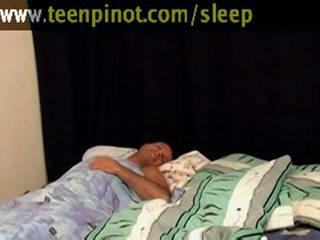 Tüdruk beauty perses kuigi magamine
