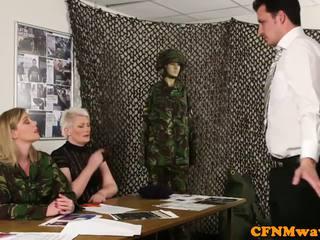 Femdom vojska milf holly kiss tugs rekrut