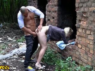 Blonde bimbo endures hardcore deep anal Video