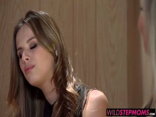 Abbey brooks accompanies jos stepdaughter į a darbas interviu