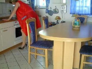 Oma und opa में der kueche