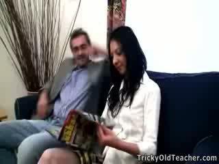 孩兒 女孩 inga 尖叫 從 野 他媽的 同 pulsating 公雞 的 她的 醜 老師.