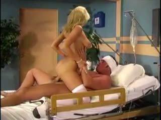 Sammi rhodes acting kā blondīne medmāsa