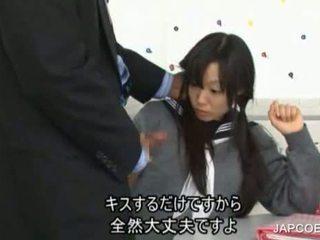 Japonská školačka gave honění