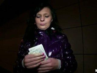 Tschechisch flittchen maja sex für ein chunk von bargeld
