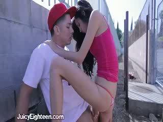 Zoey kush blows 他 出 doors