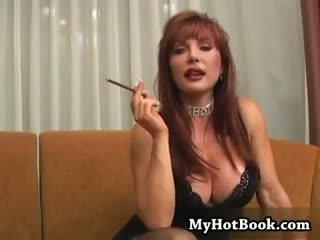 Seksuālā mammīte vanessa ir tik karstās viņai mati ir sarkans un s