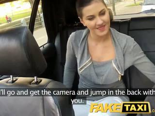 Faketaxi aizmugurējais sēdeklis sekss par publisks roadside