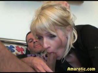 Blondi uutispommi 1: vapaa alusvaatteet porno video- 12