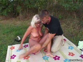 Oma openlucht seks: oma seks porno video- 6e