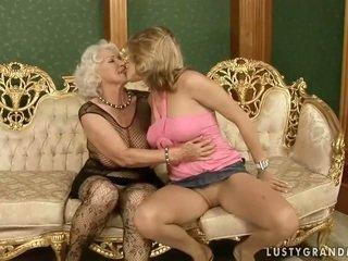 Carina giovanissima loves caldi nonnina