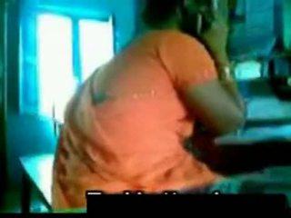 Oranje saree aunty met oomje shafy