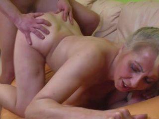Desperate รุ่นยาย seduced younger dude, เอชดี โป๊ a1