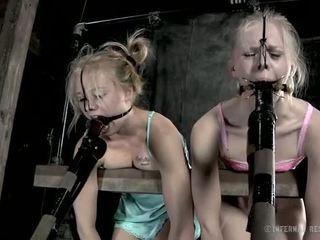 Lidhur me zinxhir vogëlushe needs sexy torturë