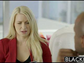 Bizness blondīne fucked uz pakaļa līdz a bbc
