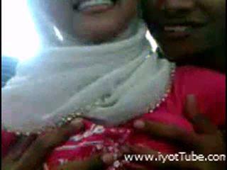 Muslim дівчина в дію