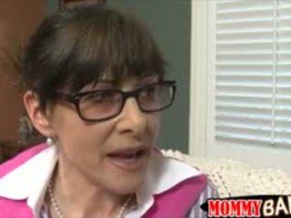 Terror الخطوة أمي alexandra حرير مجموعة من ثلاثة أشخاص مع في سن المراهقة زوجان
