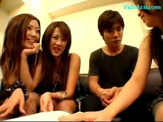 3 filles paluchage suçage guy shaft baisers sur la lit