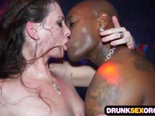 Slutty euro момичета чукане в на клуб