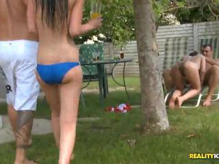 Sunny diamond un jessica swan uz poolside porno ballīte