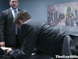 Gaysex 老板 spanks 和 fucks tw-nk assistant