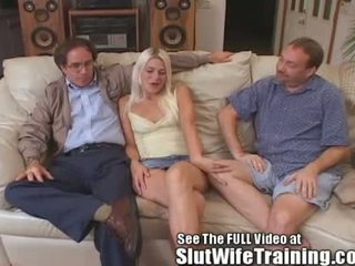 Blondie vrouw fucks 2 terwijl hubby watches