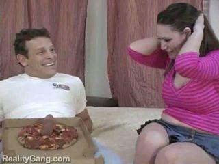 Groot sausage pizza: monster domoren brunette momma voor delivery lul