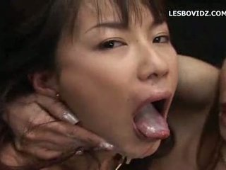 Heet aziatisch lesbiennes sperma ruilen