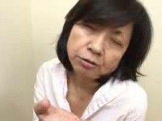 Nhật bản mẹ sucks swallows & squirts