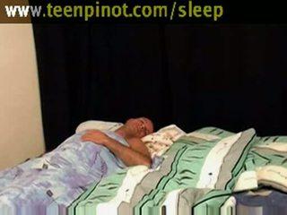 Meisje beauty geneukt terwijl slapen