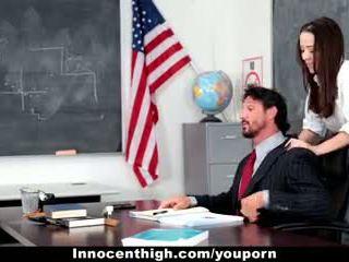 Innocenthigh - okul islak gömlek desperate için treyler kız s deli